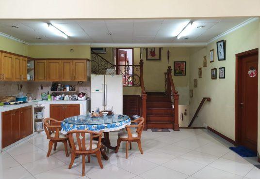 jual rumah 2 lantai villa cinere depok dinarafi property